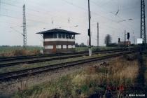 altefaehr-weichenwaerterstellwerk-an-der-ausfahrt-richtung-rambin-am-04-11-1996