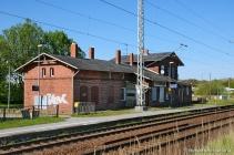 Empfangsgebäude von Gleisseite aus